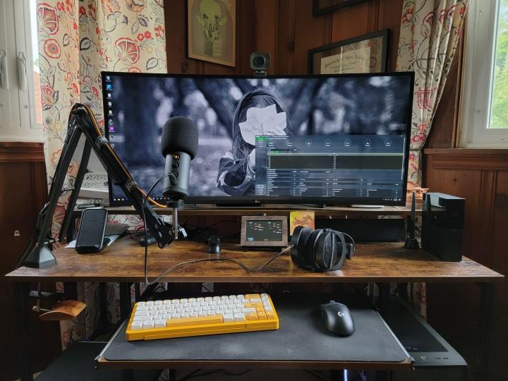 Show_Your_PC_Desk_UltlaWideMonitor_Part81_92.jpg