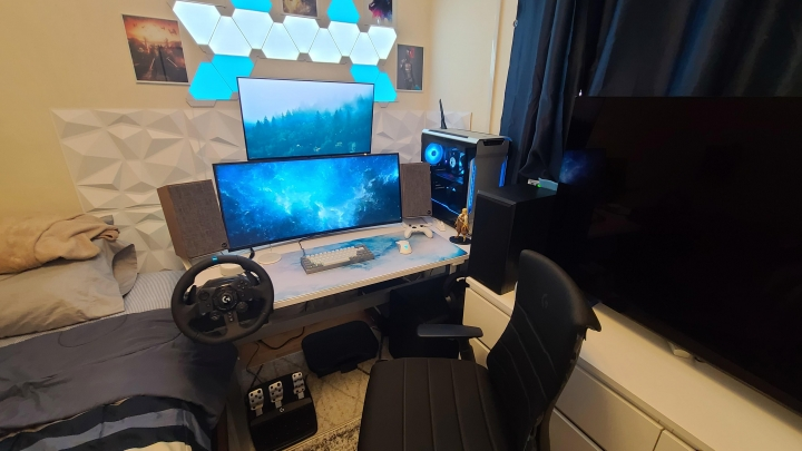 Show_Your_PC_Desk_UltlaWideMonitor_Part82_11.jpg