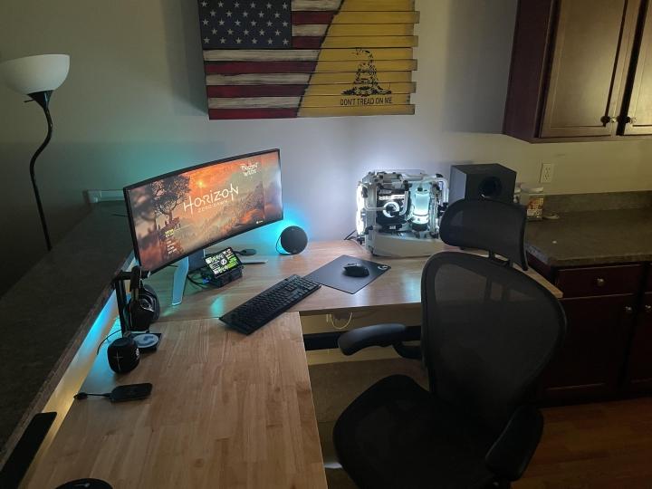 Show_Your_PC_Desk_UltlaWideMonitor_Part82_18.jpg