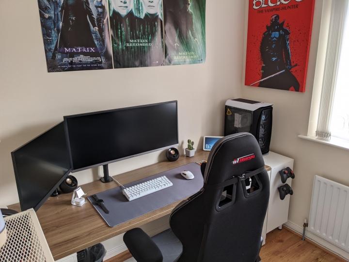 Show_Your_PC_Desk_UltlaWideMonitor_Part82_48.jpg