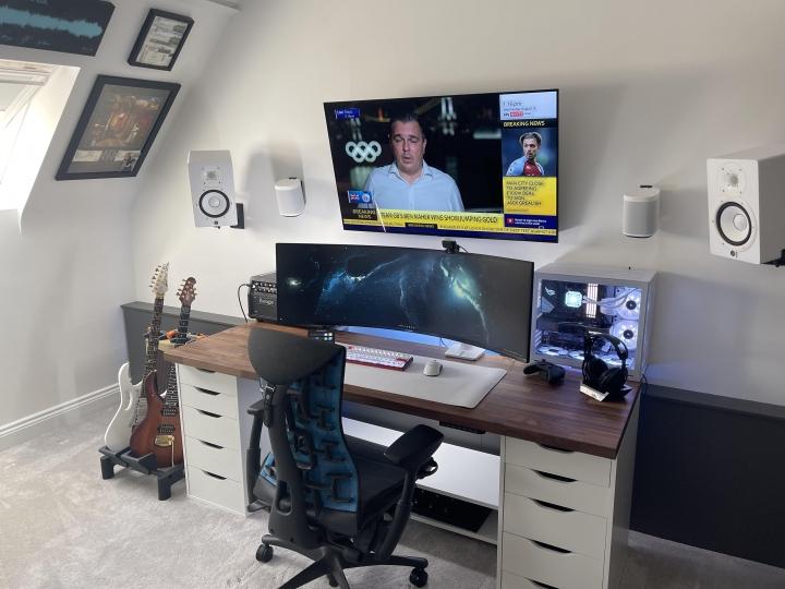 Show_Your_PC_Desk_UltlaWideMonitor_Part82_66.jpg