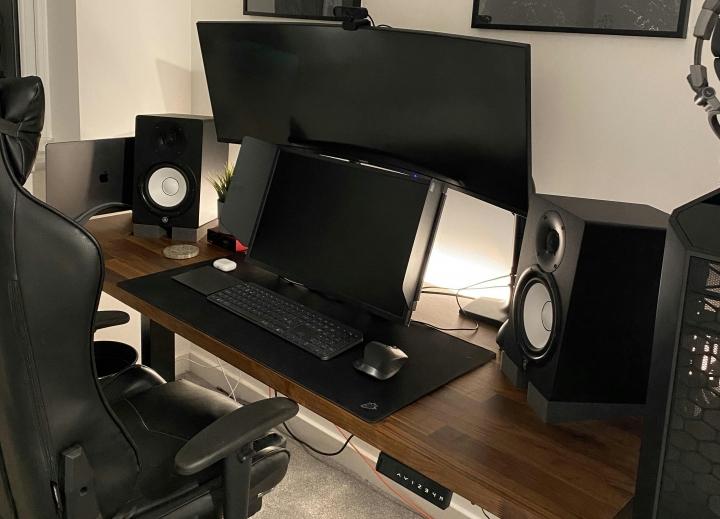 Show_Your_PC_Desk_UltlaWideMonitor_Part82_70.jpg