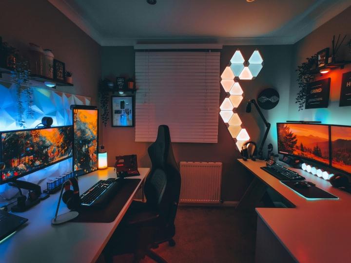 Show_Your_PC_Desk_UltlaWideMonitor_Part82_82.jpg