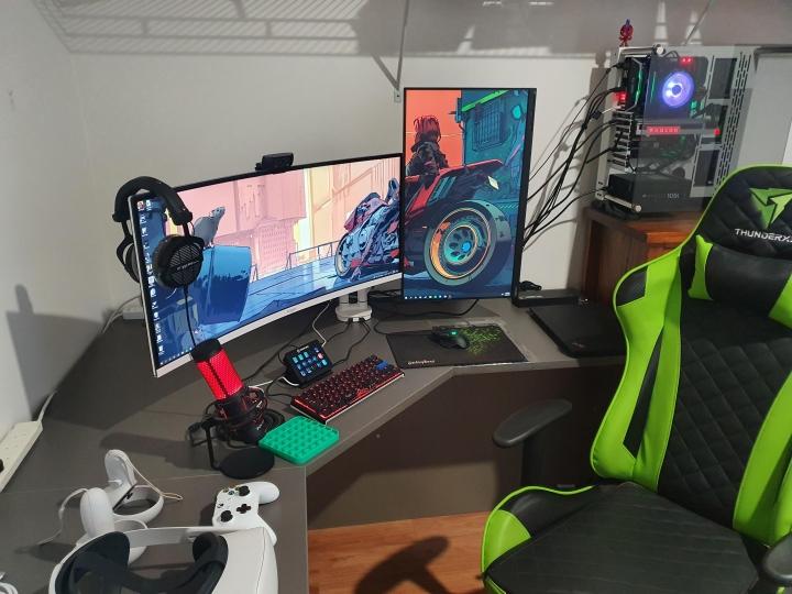 Show_Your_PC_Desk_UltlaWideMonitor_Part82_83.jpg