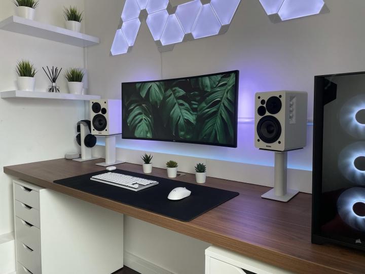 Show_Your_PC_Desk_UltlaWideMonitor_Part83_25.jpg