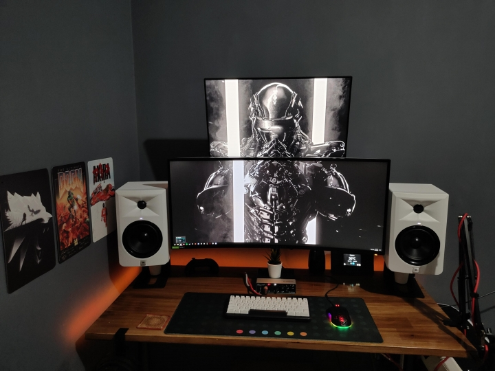 Show_Your_PC_Desk_UltlaWideMonitor_Part83_32.jpg