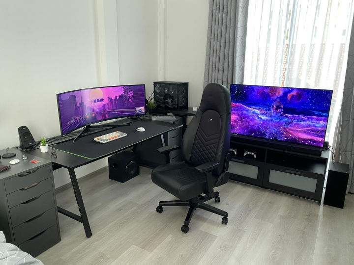 Show_Your_PC_Desk_UltlaWideMonitor_Part83_38.jpg