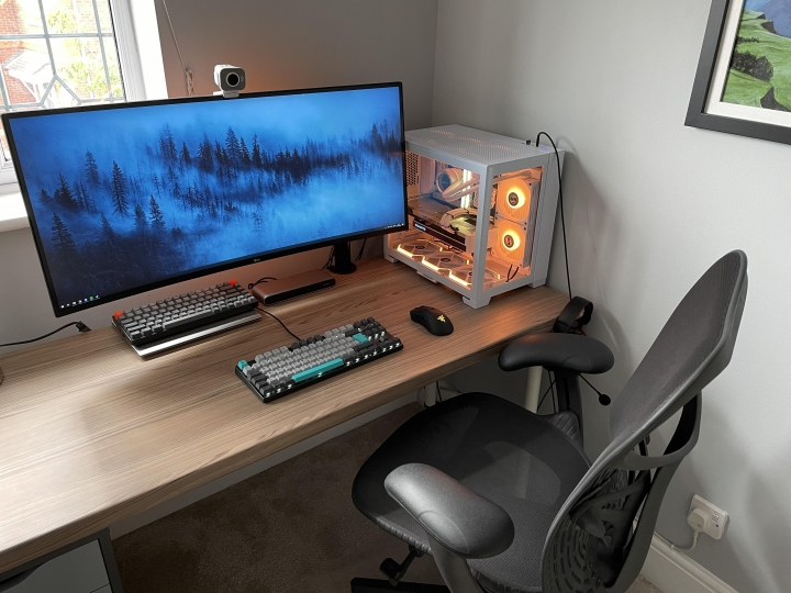 Show_Your_PC_Desk_UltlaWideMonitor_Part83_42.jpg