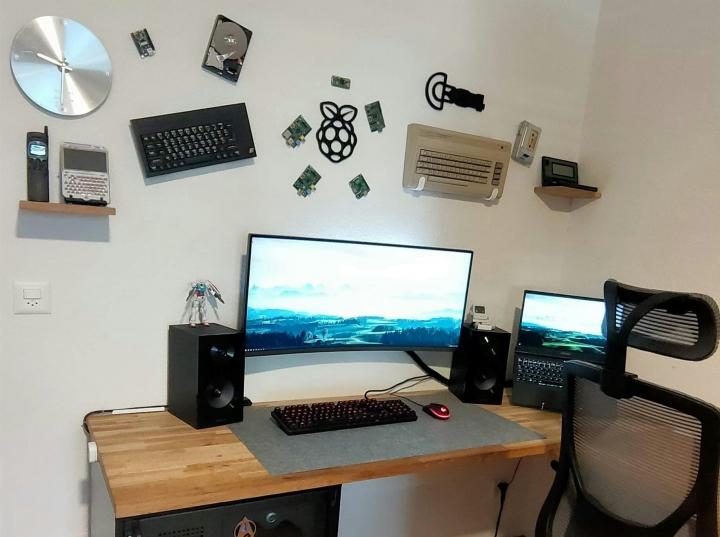 Show_Your_PC_Desk_UltlaWideMonitor_Part83_94.jpg