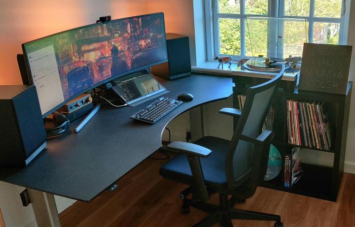Show_Your_PC_Desk_UltlaWideMonitor_Part83_97.jpg