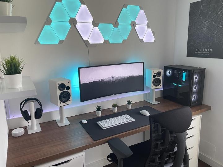 Show_Your_PC_Desk_UltlaWideMonitor_Part84_08.jpg