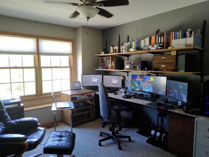 Show_Your_PC_Desk_UltlaWideMonitor_Part84_37.jpg