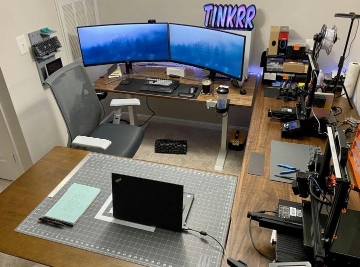 Show_Your_PC_Desk_UltlaWideMonitor_Part84_41.jpg