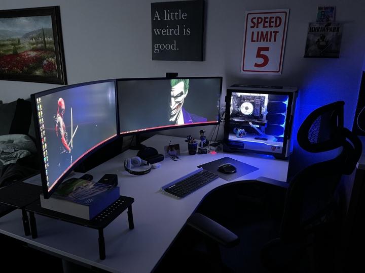 Show_Your_PC_Desk_UltlaWideMonitor_Part84_46.jpg