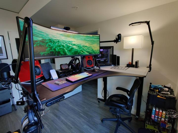Show_Your_PC_Desk_UltlaWideMonitor_Part84_69.jpg