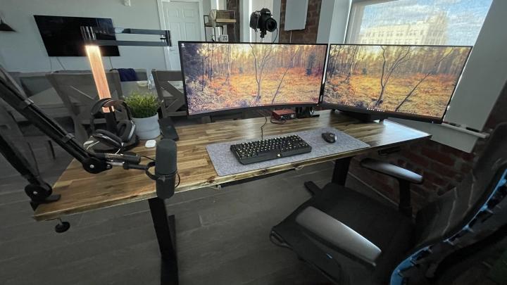 Show_Your_PC_Desk_UltlaWideMonitor_Part84_96.jpg